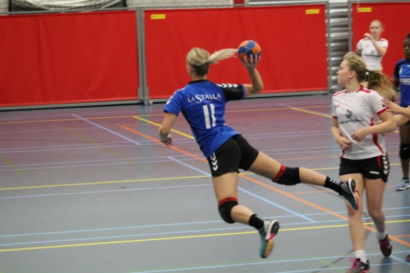 Photo of Dames 1 van Travelbags/HV Zwolle rijmt er op los na winst op Haarle