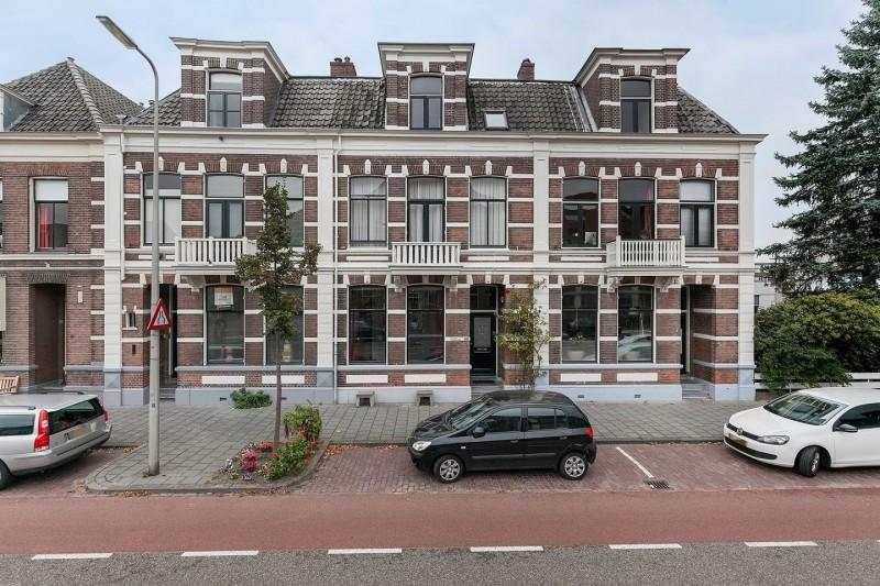 Photo of Te koop: In het centrum van Zwolle gelegen gemoderniseerd statig herenhuis: Rhijnvis Feithlaan 20