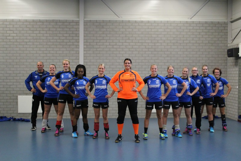 Photo of Zwolse handbaldames overdonderden tegenstander Ha-Stu in laatste fase