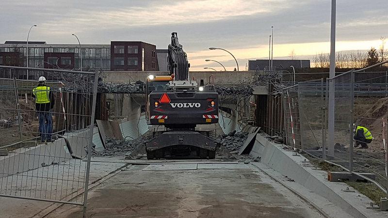 Sloop bovendek Viaduct Rozentunnel voor bouw nieuwe onderdoorgang Kamperlijntje