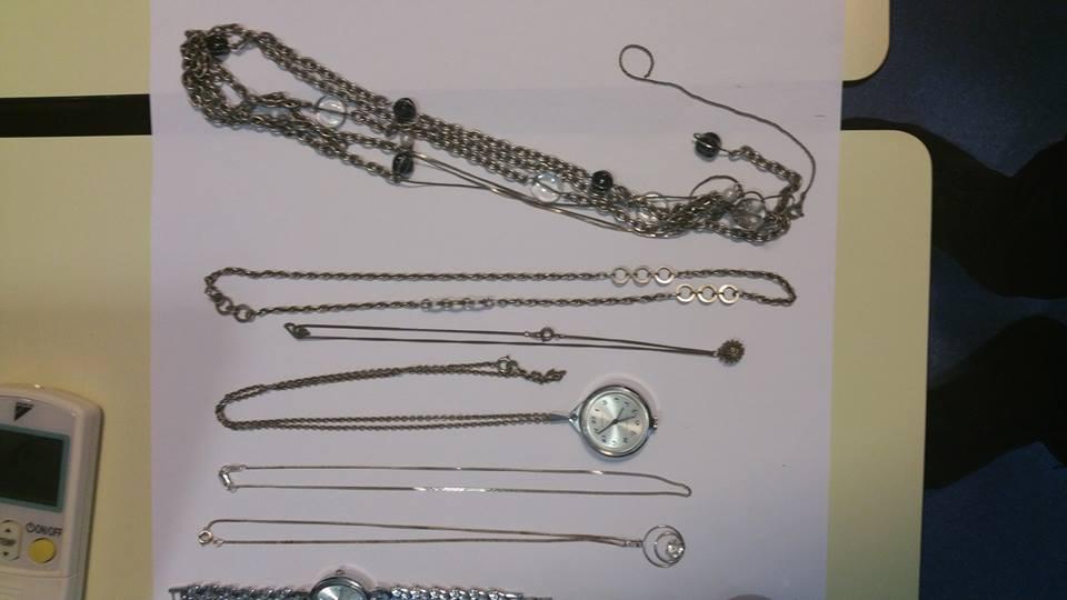 Photo of Politie op zoek naar eigenaar in Mozartstraat gevonden sieraden