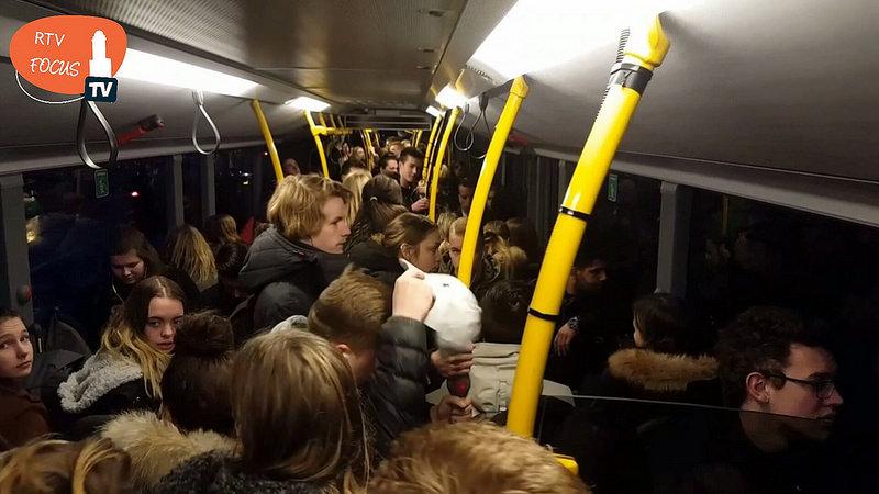 Photo of Extra grote bus en nieuwe halte op het busstation Zwolle voor Deltionlijnen
