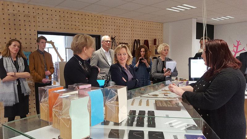 Photo of Minister Jet Bussemaker volgt les burgerschap bij Cibap Zwolle