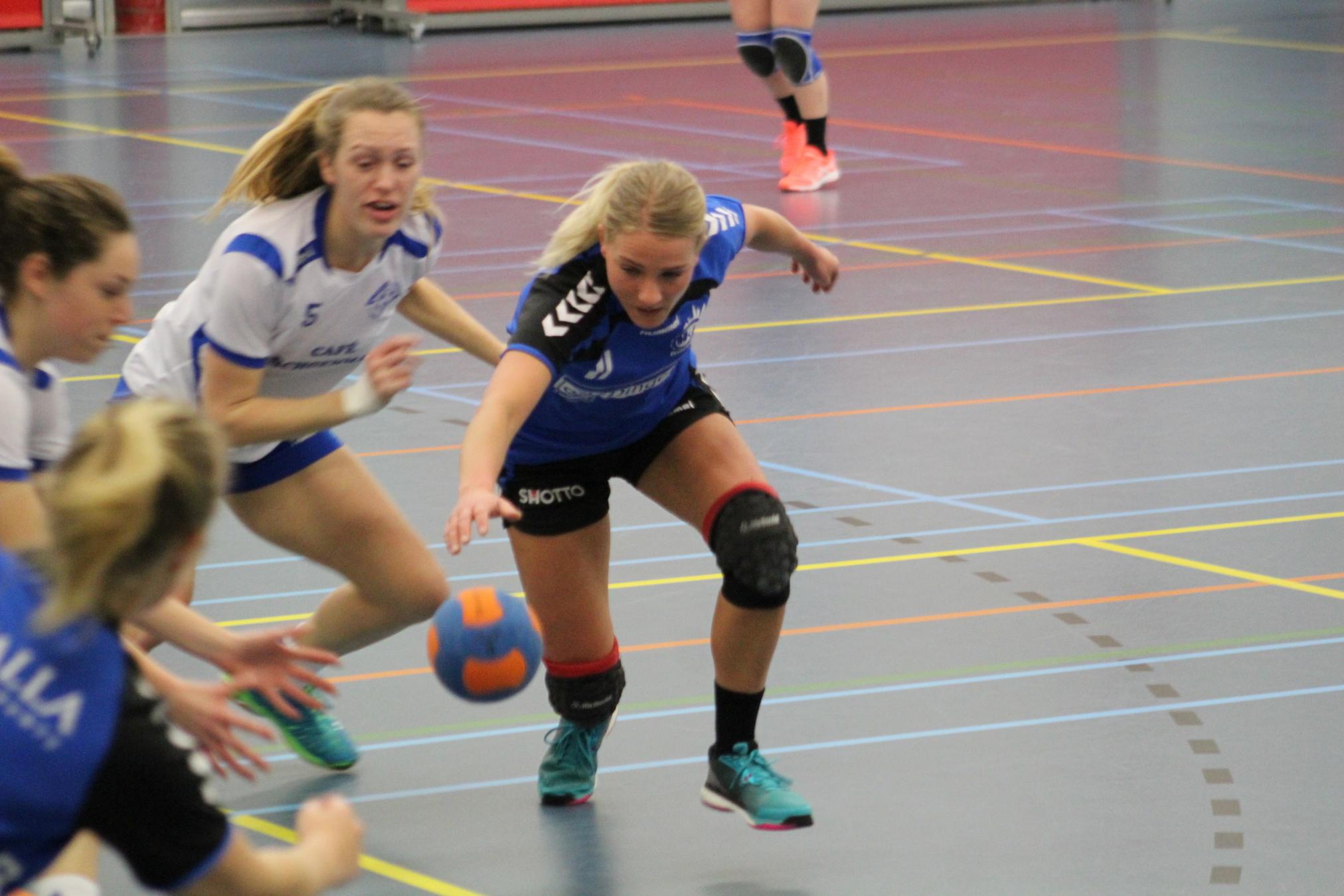 Photo of Handbaldames Travelbags/HV Zwolle kwamen net tekort tegen SDOL