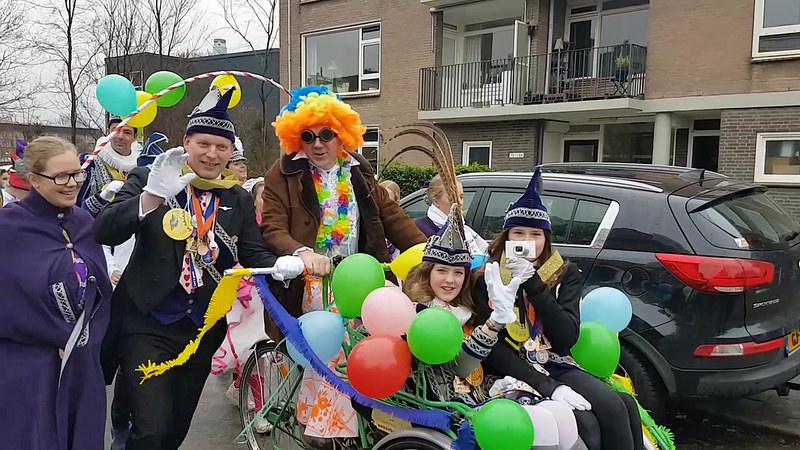 Photo of Video – Carnavals optocht door wijk Wipstrik Geert Grote School