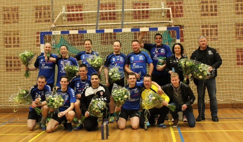 Photo of Handbalheren van Travelbags/HV Zwolle kampioen na winst op Donar