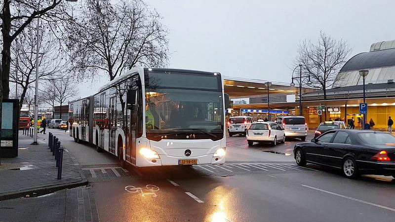 Photo of Nieuwe halte voor Deltionlijnen aan overzijde stationsplein Zwolle blijft