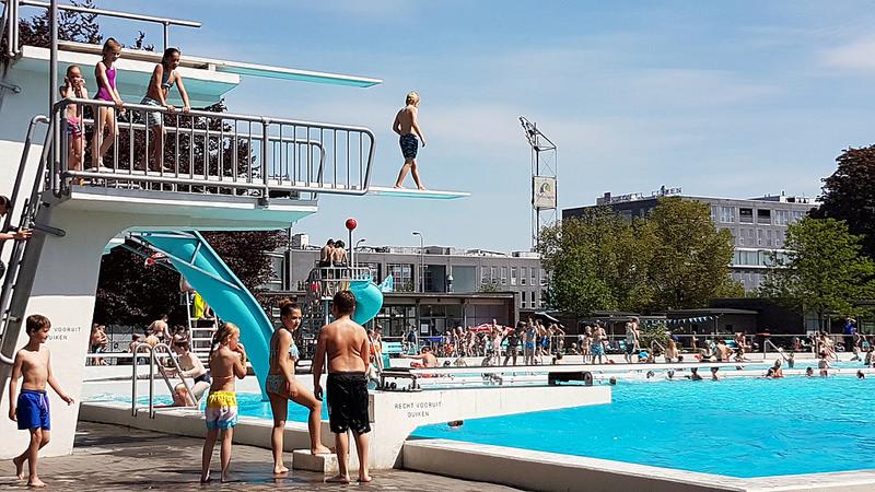 Photo of Openluchtbad Zwolle al over de 100.000 bezoekers door zeer warm zomerweer