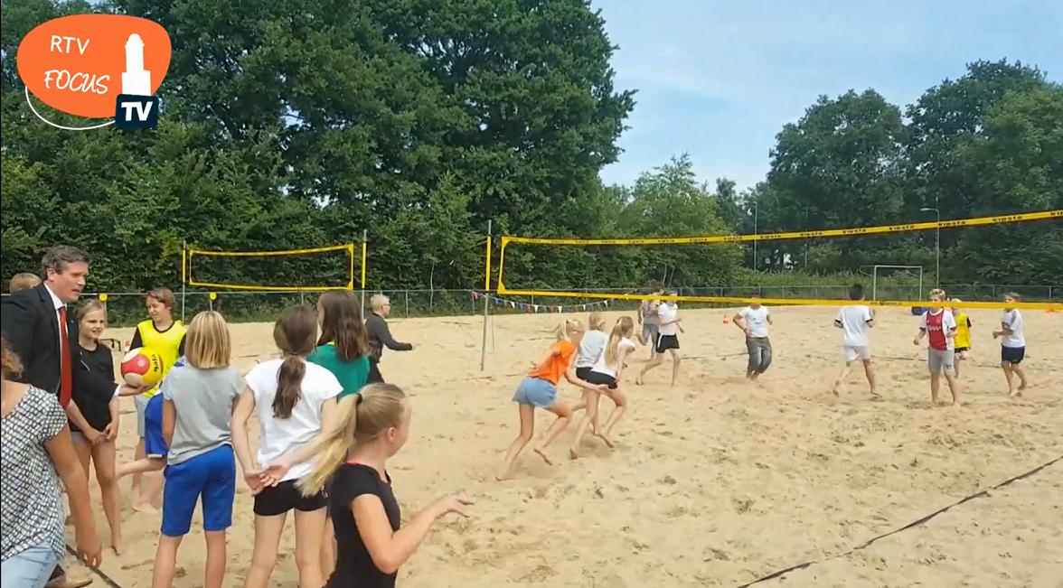 Photo of ► VIDEO Nieuwe beachvelden Sportpark Marslanden zonnig ingewijd