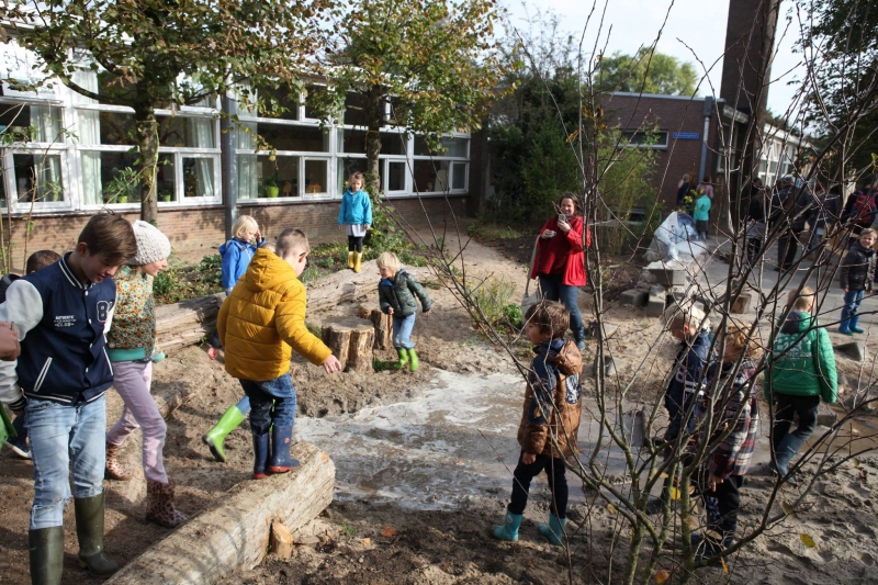 Photo of Basisschoolmeisjes denken mee over slimme oplossing voor Zwolle