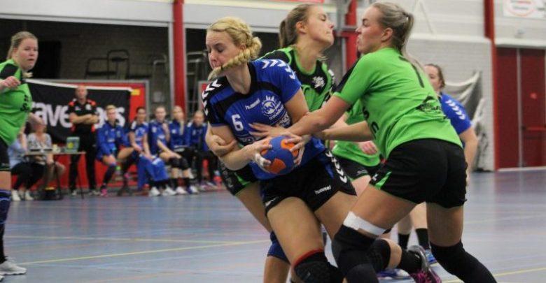 Photo of Handbaldames Travelbags/HV Zwolle behaalden belangrijke zege op concurent Heeten