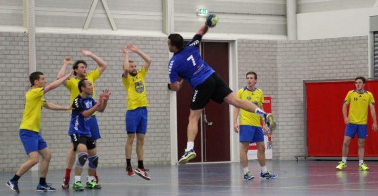 Photo of Handbalheren Travelbags/HV Zwolle pakken thuis de eerste punten