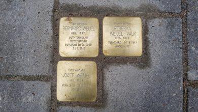 Photo of Drie Stolpersteine onthuld aan de Rembrandtlaan