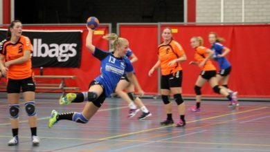 Photo of Travelbags/HV Zwolle handbalvrouwen overdonderden Duiven met goed spel