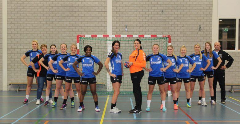 Photo of Handbaldames van HV Zwolle winnen in laatste seconden de thriller met Heeten