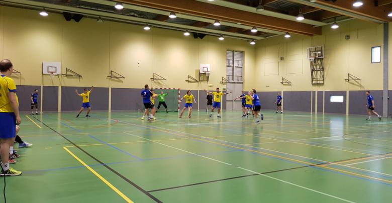 Photo of De handbalheren van Travelbags/HV Zwolle nemen de punten weer mee naar huis