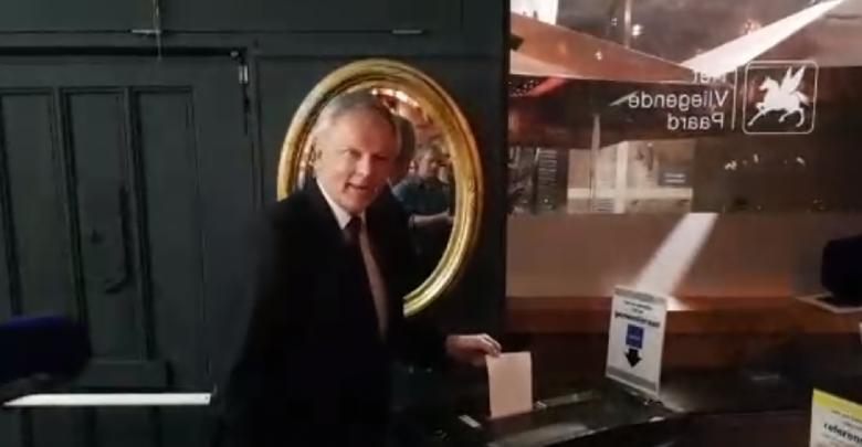 Photo of Video – Henk Jan Meijer brengt de eerste stem uit bij studentenkroeg Vliegende Paard Zwolle
