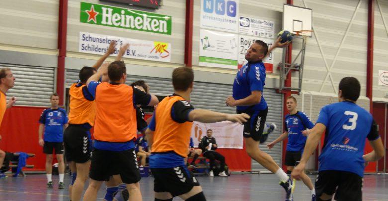 Photo of Travelbags/HV Zwolle handbalmannen namen punten mee uit Ruurlo na mentaal zware wedstrijd
