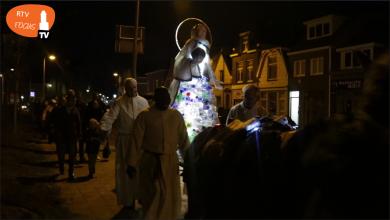 Photo of Video – Klimaatmadonna in processie gedragen naar Grote Kerkplein tijdens Earth Hour