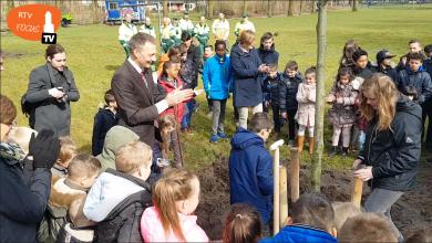 Photo of Video – Boomfeestdag park Aa-Landen; bijzondere zwarte tupeloboom geplant