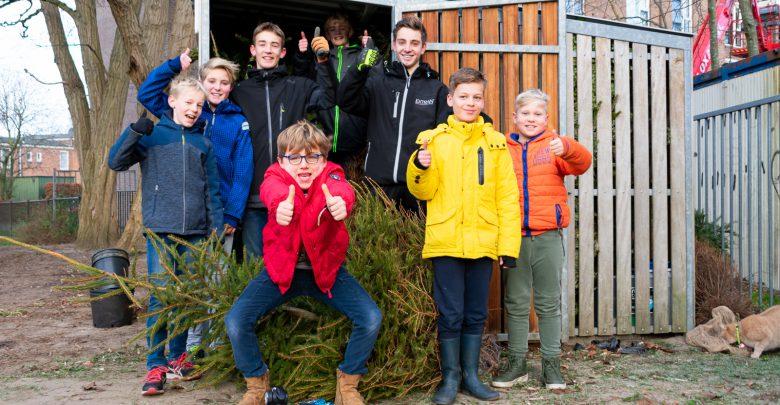 Photo of Fietsenhok vol kerstbomen voor het goede doel