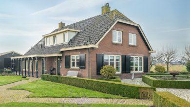 Photo of Te koop: Op fantastische locatie dit zeer fraaie vrijstaande woonhuis (boerderij type) met grote schuur