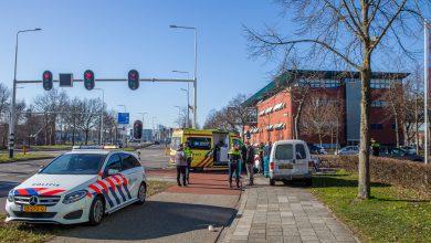 Photo of Jonge vrouw lichtgewond bij fietsen door rood op Zwartewaterallee