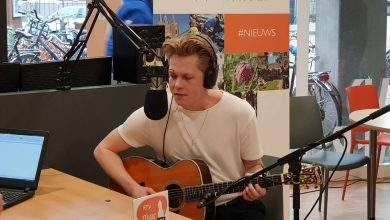 Photo of Karel J Schepers eerste TopPepper van de Week bij Radio Focus