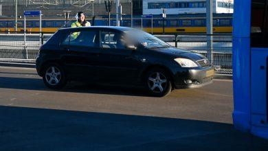 Photo of Auto rijdt over Schuttebusbrug nieuwe busstation binnen