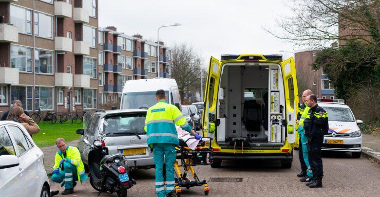 Photo of Scooterrijdster aangereden door inparkerende auto in Diezerpoort