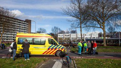Photo of Vrouw gewond na fietsongeluk op Rijnlaan