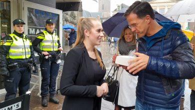 Photo of Premier Rutte op bezoek in regenachtig Zwolle