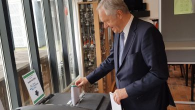 Photo of VIDEO – Burgemeester Henk Jan Meijer brengt stem uit in Kulturhus Wijthmen