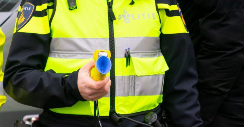 Photo of Het met 110 km/u inhalen van onopvallende politieauto komt Zwollenaar duur te staan