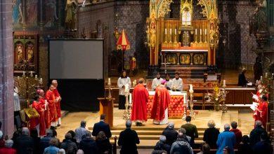 Photo of In beeld: Avond van de Martelaren in Onze-Lieve-Vrouw-ten-Hemelopneming Basiliek