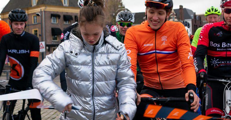 Photo of Wielrenner Tietema gestart met mega-fietstocht langs alle eredivisiestadions