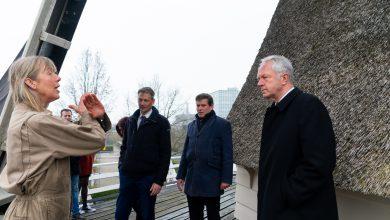 Photo of In beeld: Stadsbestuurders bezoeken Oliemolen De Passiebloem