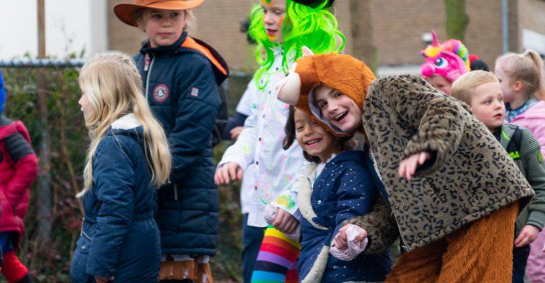 Photo of Kindercarnavalsoptocht trekt door de Wipstrik
