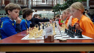 Photo of Honderden basisschoolleerlingen schaken bij Deltion  College