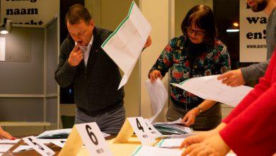 Photo of Voorzitter stembureau Stadkamer legt experiment centraal tellen Zwolle uit