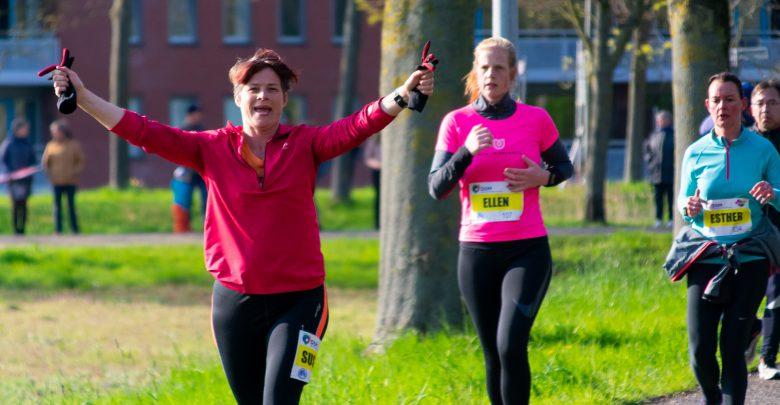 Photo of In beeld: Zwolse Wilma van der Geer wint 10 Mijl van Zwolle-Zuid