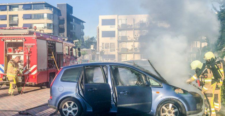 Photo of Geparkeerde auto gaat in vlammen op in Aa-landen