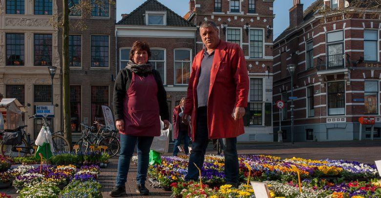 Photo of Marktkoopman Bonekamp zet elke dag de bloemetjes buiten