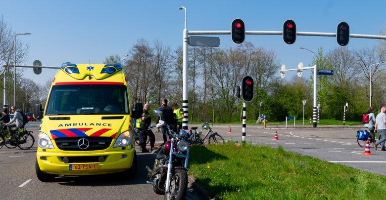 Photo of Motorrijder en fietser botsen in Aa-landen