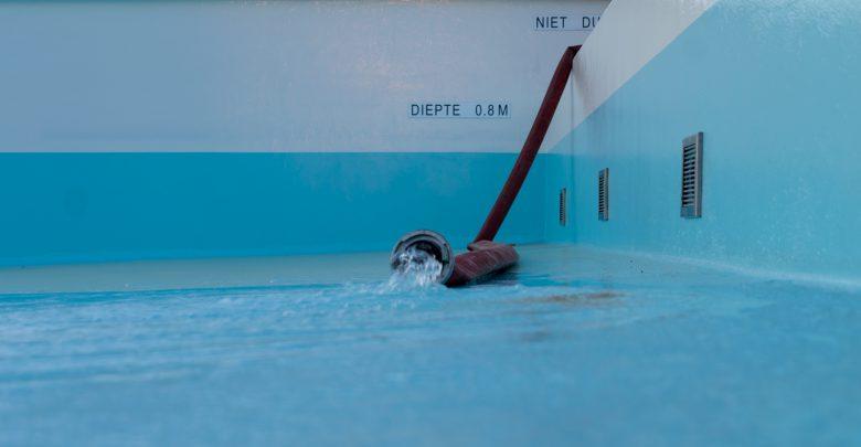 Photo of In beeld: Vullen van Openluchtbad duurt minstens vier dagen