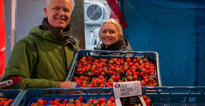Photo of Fruitkraam van marktkoopman Fleur is echt familiebedrijf
