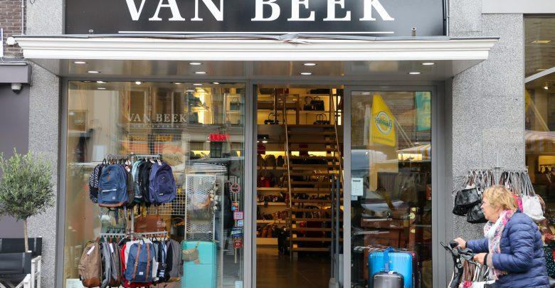 Photo of Van Beek Lederwaren sluit winkel op Grote Markt