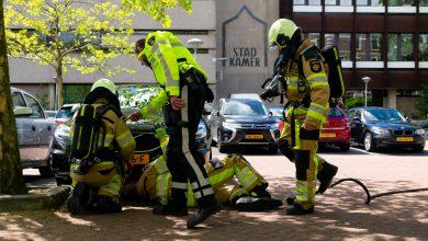 Photo of Rookbommen en rokende auto houden Zwolse brandweer bezig