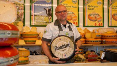 Photo of Kaasboer van Dijk al 25 jaar op Zwolse Markt, maar nog lang niet belegen
