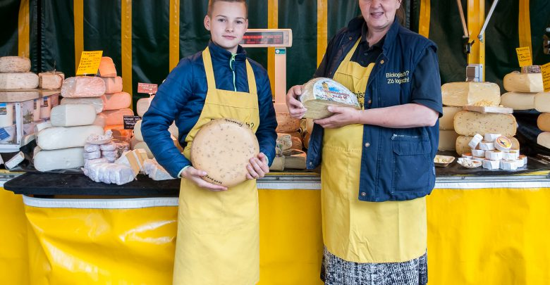 Photo of Jasper Quaak: Jonge marktkoopman met oude kaas